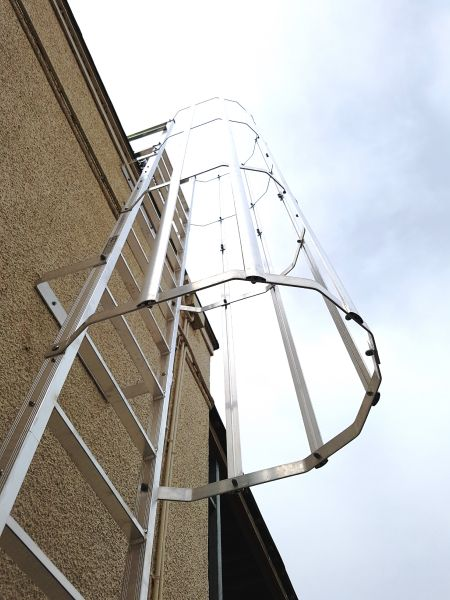 Fixed access ladders with hoops. Height safety systems.