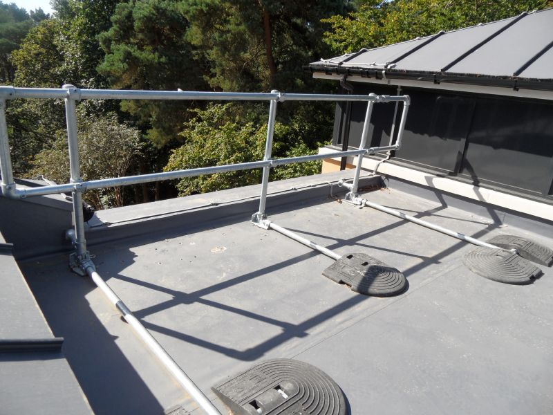 Roof Guardrail Fall Protection, Free standing self weighted and fixed upright systems